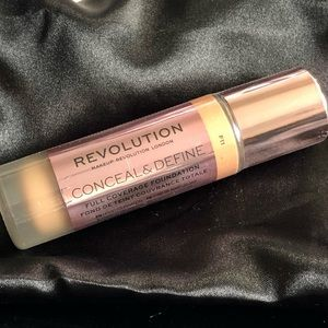 Revolution Conceal & Define Foundation F11